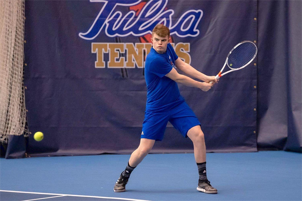 Thelwall-Jones vô danh cho đến khi được Halep và một số tay vợt nổi tiếng mời cộng tác tại Wimbledon.