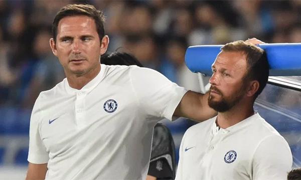 Lampard không giấu thất vọng với màn trình diễn nhạt nhoà của các học trò. Ảnh: AP.