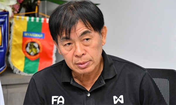 Trước khi giải nghệ, làm HLV và công tác quản lý, ông Laohakul từng đá 61 trận cho tuyển Thái Lan, và trở thành cầu thủ đầu tiên của nước này chơi bóng ở châu Âu khi đầu quân cho Hertha Berlin năm 1979.