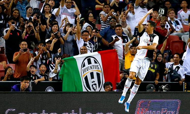 Ronaldo với điệu mừng bàn thắng quen thuộc. Ảnh: Reuters.