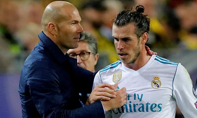 Zidane (trái) bị chỉ trích sau phát ngôn phũ phàng với học trò. Ảnh: Reuters.
