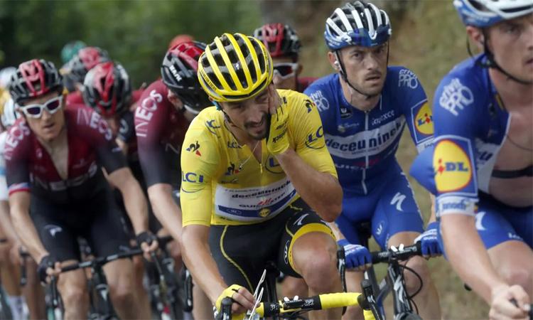 Alaphilippe đứng trước thách thức lớn để giữ áo vàng chung cuộc trong tuần hạ màn Tour de France 2019. Ảnh: Independent.