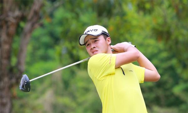 Phương Toàn đứng đầu tuyển Việt Nam vòng một Putra Cup