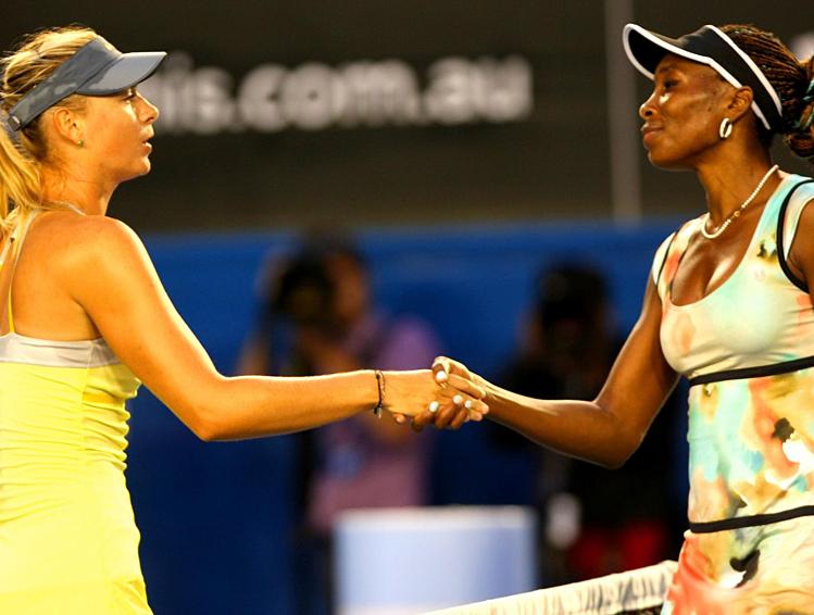 Sharapova (trái) và Venus trong một dịp đối đầu trước đây.