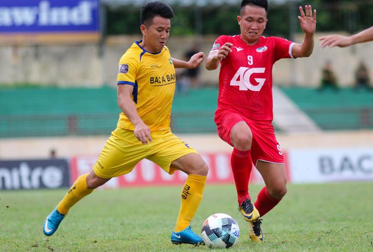 Quang Tình toả sáng với bàn thắng mở tỷ số cho SLNA nhưng phải rời sân ở phút 28 vì chấn thương.