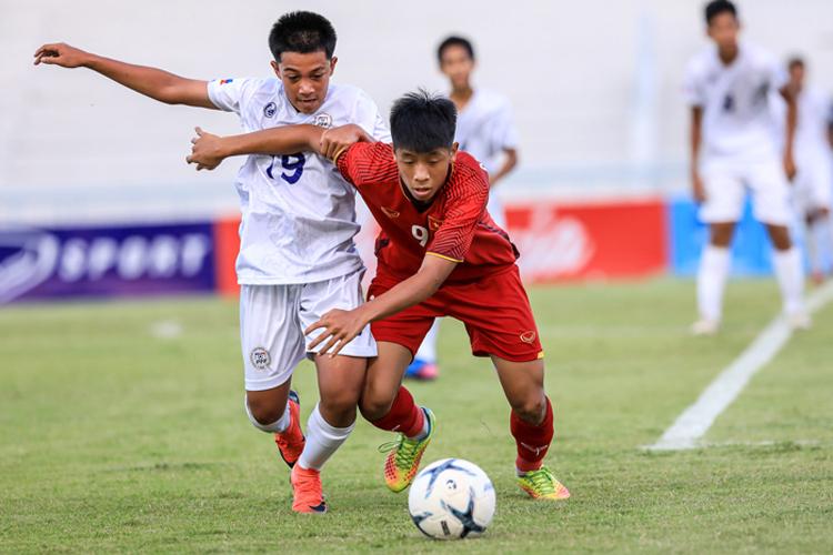 Sau trận thua Indonesia ngày ra quân, Việt Nam giành bốn chiến thắng liên tiếp để vào bán kết.