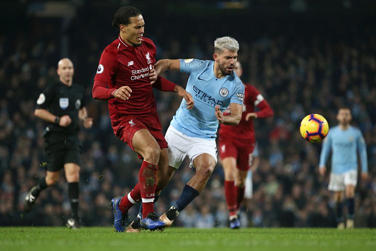 Van Dijk -Aguero sẽ là cuộc chiến mang tính quyết định ở Siêu cup Anh. Ảnh:AFP.