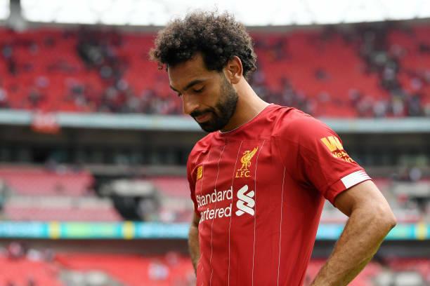 Salah cúi đầu tiếc nuối khi bỏ lỡ hàng tá cơ hội ngon ăn, khiến Liverpool mất Siêu Cup Anh 2019. Ảnh: AP.