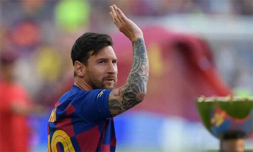 Messi trở lại hôm 3/8 nhưng không thi đấu trong trận thắng Arsenal. Ảnh: Reuters