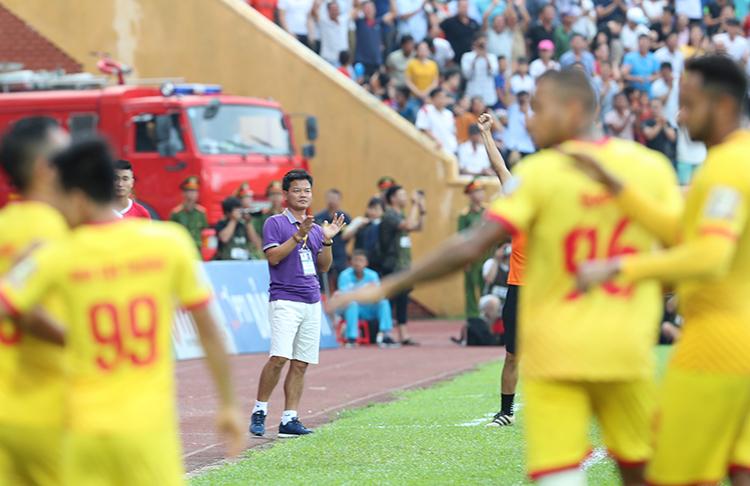 Đằng sau những dấu ấn mà Nam Định tạo được có công lớn của cựu tuyển thủ quốc gia Nguyễn Văn Sỹ. Ảnh: Đức Đồng.