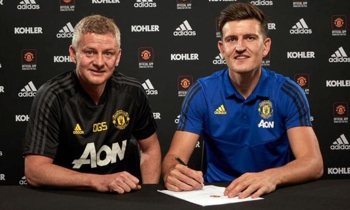 Maguire (phải) là hậu vệ đắt giá nhất thế giới hiện nay. Ảnh: MUFC.