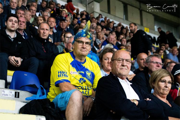 CĐV Sint-Truiden thất vọng trước khởi đầu tệ hại của đội nhà.