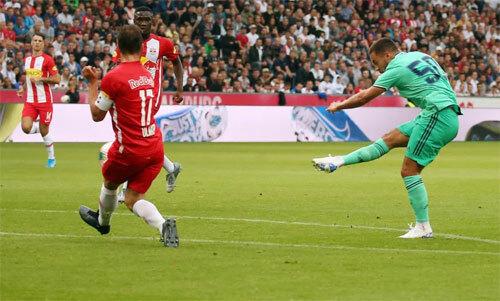 Tân binh trị giá hơn 100 triệu USD ghi bàn đầu cho Real. Ảnh: Reuters