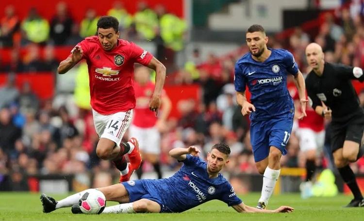 Chelsea chơi tốt hơn trong phần lớn thời gian nhưng liên tiếp bị trừng phạt bởi những pha phản công của Man Utd. Ảnh: AMA.