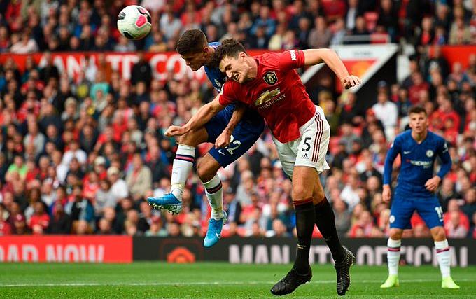 Maguire (số 5) góp phần giúp Man Utd giữ sạch lưới. Ảnh: Reuters.