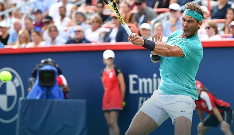 Nadal đánh trả Medvedev ở chung kết Roger Cup 2019 cuối tuần qua. Ảnh: ATP.