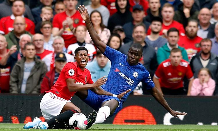 Zouma trong tình huống phạm lỗi với Rashford dẫn đến bàn mở tỷ số của Man Utd.