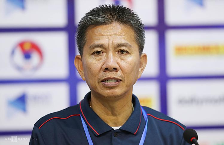 HLV Hoàng Anh Tuấn chia sẻ sau trận hoà 0-0 trước Thái Lan. Ảnh: Đức Đồng.