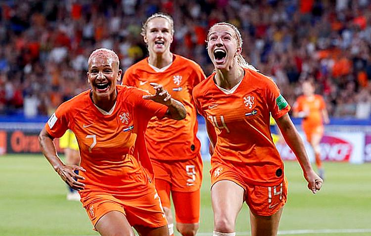 Tuyển nữ Hà Lan sẽ nhận lương ngang bằng tuyển nam vào năm 2023. Ảnh:AFP.