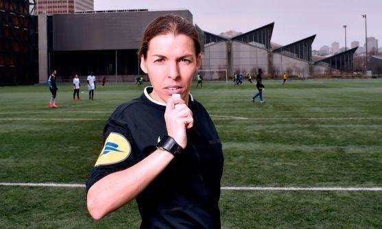 Nữ trọng tài Frappart sẽ điều khiển Siêu Cup Châu Âu 2019. Ảnh: AFP.