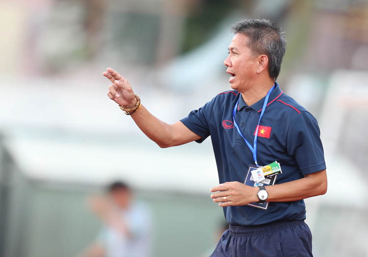 HLV Hoàng ANh Tuấn từ chức ngay sau khi U18 Việt Nam bị loại. Ảnh: Đức Đồng