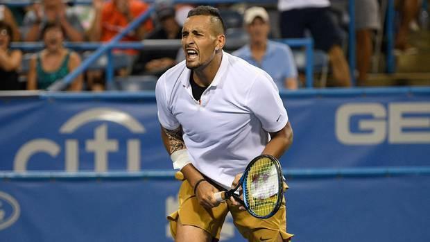 Những trò lố của Kyrgios khiến nỗ lực thi đấu với chấn thương mắt cá của anh bị lu mờ. Ảnh: Tennis Australia.