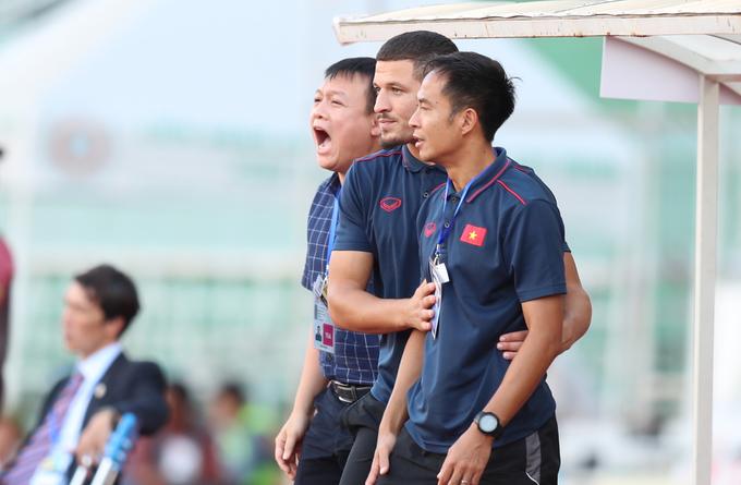 Phút rối loạn của Ban huấn luyện U18 Việt Nam