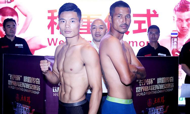Hàn Phi Long (trái) và Sudsakorn ở buổi cân thử sáng nay 16/8. Ảnh: EM Legend.