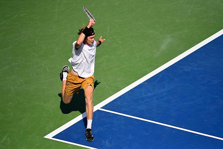 Rublev thành công với chiến thuật ép trái Federer. Ảnh: Tennis World.