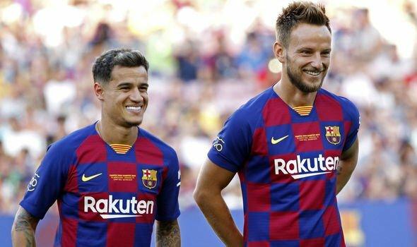 Coutinho (trái) trong chuyến du đấu hè 2019 của Barca. Ảnh: AP.