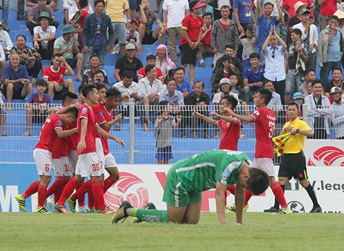 Cầu thủ Hà Tĩnh ăn mừng bàn thắng ấn định tỷ số 3-0. Ảnh: Đức Hùng