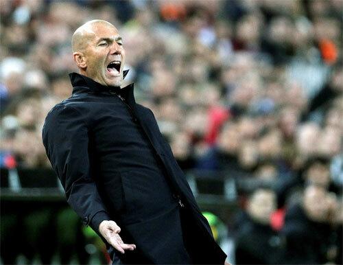 Nhiệm vụ lớn cho Zidane là xây dựng lại đội bóng.