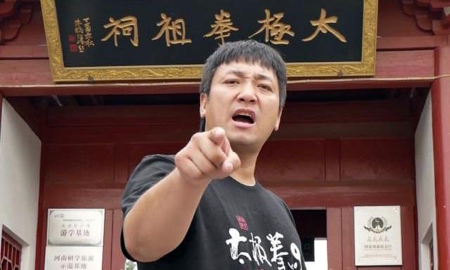 Phàn Soái Hâm và Từ Hiểu Đông vẫn bất đồng về tiền thưởng và luật thi đấu để ký hợp đồng.