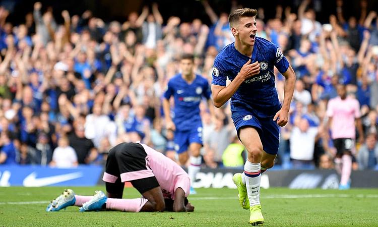 Mount ghi bàn đầu tiên cho Chelsea ở Ngoại hạng Anh mùa này. Ảnh: AFP.