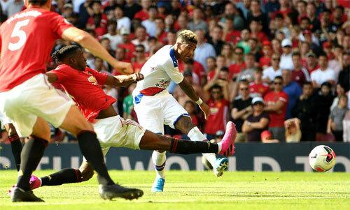 Hàng thủ Man Utd vẫn còn nhiều thiếu sót.