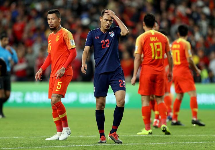 Tiền đạo Supachai (áo xanh) trong trận giao hữu gặp Trung Quốc hồi tháng 3/2019. Ảnh: Fox Sports.