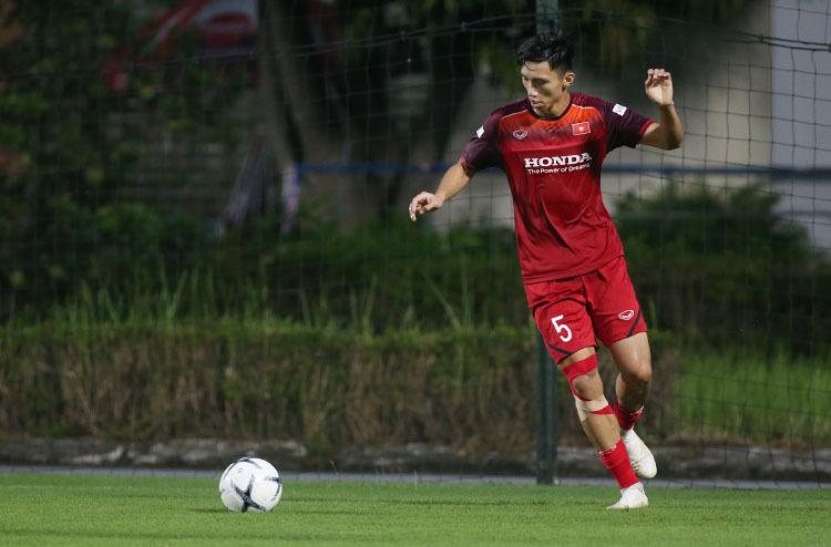 Tình hình chấn thương của Văn Hậu hồi phục tốt, HLV Park bỏ ngỏ khả năng sử dụng anh cho trận đấu với Thái Lan. Ảnh: Lâm Thoả