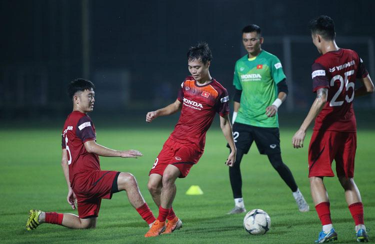 Tối 27/8, tuyển Việt Nam tập buổi đầu tiên chuẩn bị cho trận đấu với Thái Lan. Ảnh: Lâm Thoả