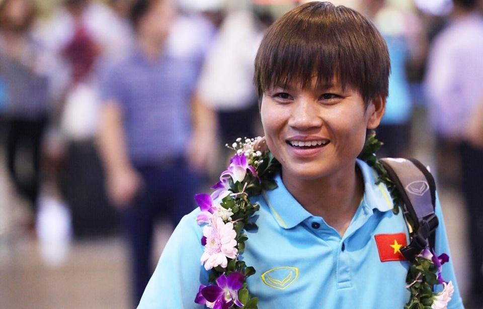 Tuyển nữ Việt Nam trở về trong vắng lặng