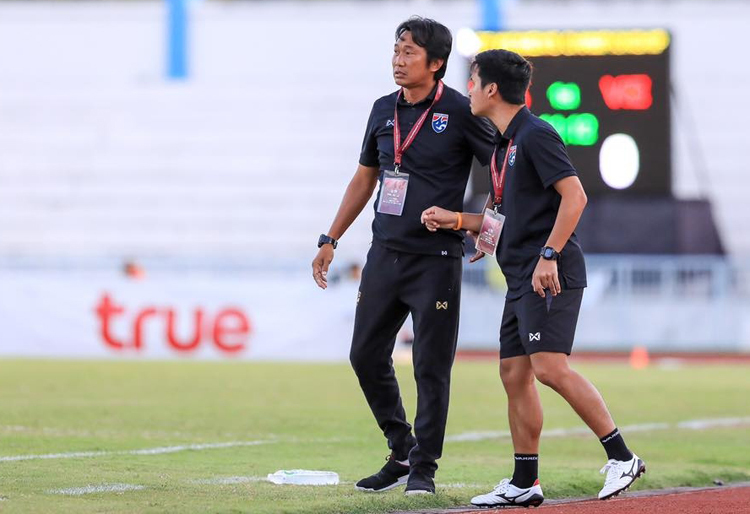 HLV Naruphol Kaenson muốn trả nợ Việt Nam khi tái ngộ tại SEA Games 30.