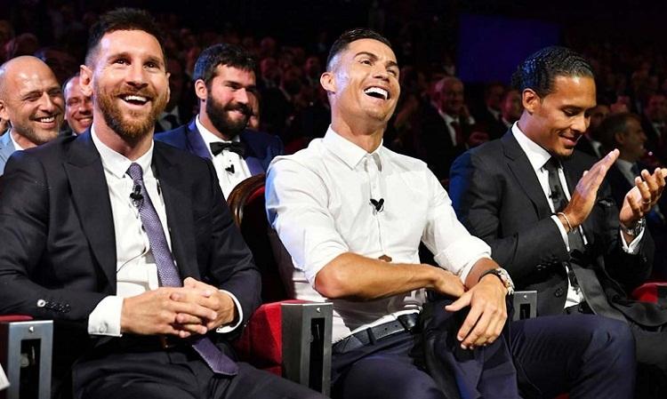 Ronaldo bật cười khi bày tỏ mong muốn ăn tối với Messi trong tương lai. Ảnh: UEFA.