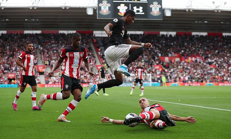 Rashford không tạo được dấu ấn nào khi được xếp đá cao nhất hàng công Man Utd. Ảnh: Reuters.
