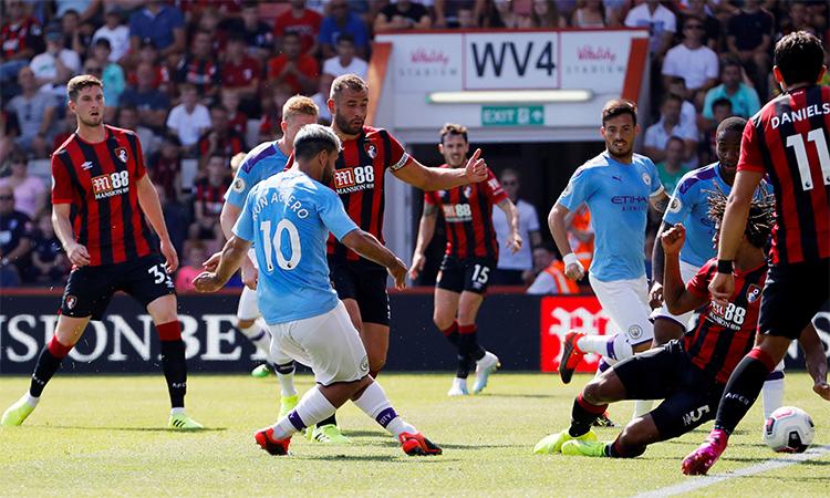 Aguero trong pha nhân đôi tỷ số cho Man City. Ảnh: Premier League.
