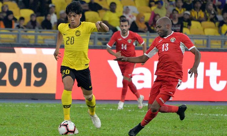 Malaysia (áo vàng) sẽ bắt đầu chiến dịch vòng loại World Cup 2022 bằng chuyến làm khách của Indonesia ngày 5/9. Ảnh: Fox Sport.