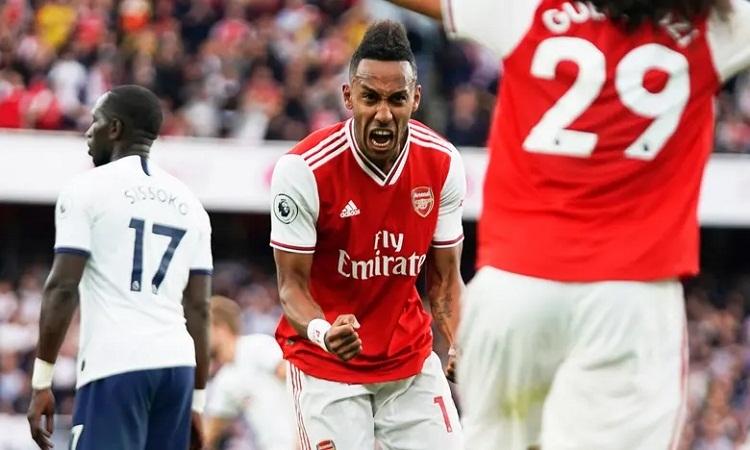 Aubameyang vui mừng sau khi ghi bàn gỡ hòa 2-2 cho Arsenal. Ảnh: PA.
