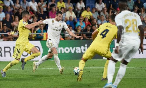 Bale trở thành cứu tinh trước khi nhận thẻ đỏ.