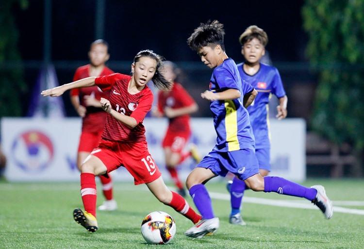 Việt Nam (áo xanh) nhận thất bại bất ngờ trước Hong Kong. Ảnh: VFF.