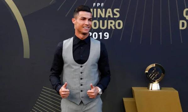 Ronaldo lần thứ 10 được chọn là Cầu thủ hay nhất Bồ Đào Nha. Ảnh: CNID.