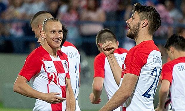 Petkovic (số 20) mừng bàn thắng nâng tỷ số lên 3-0. Ảnh: HNS.