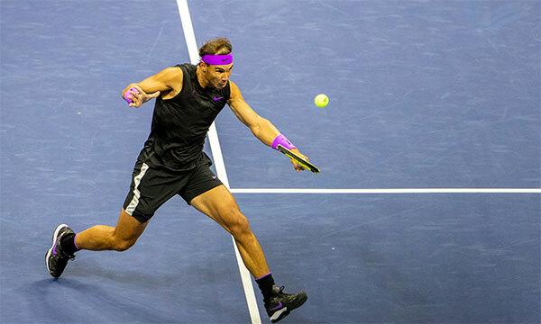 Nadal khởi đầu không tốt hơn so với Berrettini và chỉ thắng set đầu bằng tie-break.